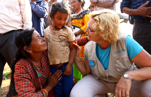 UNICEF delivers supplies in earthquake-affected Nepal – 2015